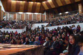 Luz Teresa Gómez de Mantilla, vicerrectora de Investigación de la U. N., presenció el evento realizado en el Auditorio León de Greiff, que rebosó su capacidad (Foto: Aura Flechas)