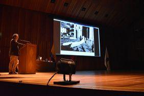 Intervención del reportero gráfico Jesús Abad Colorado (Foto: Aura Flechas)