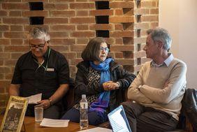 Lanzamiento de la 'Revista Bitácora Urbano/Territorial', Vol. 28, N.º 1, 2 y 3, con los profesores Patricia Rincón y Carlos Torres (Foto: David Sánchez G./Editorial UN)