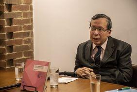 Lanzamiento del libro 'Espacio-tiempo absonito: estrategias emergentes de ecocreación para la transformación de proyectos políticos' del profesor Alberto Gómez Cruz (Foto: David Sánchez G./Editorial UN)