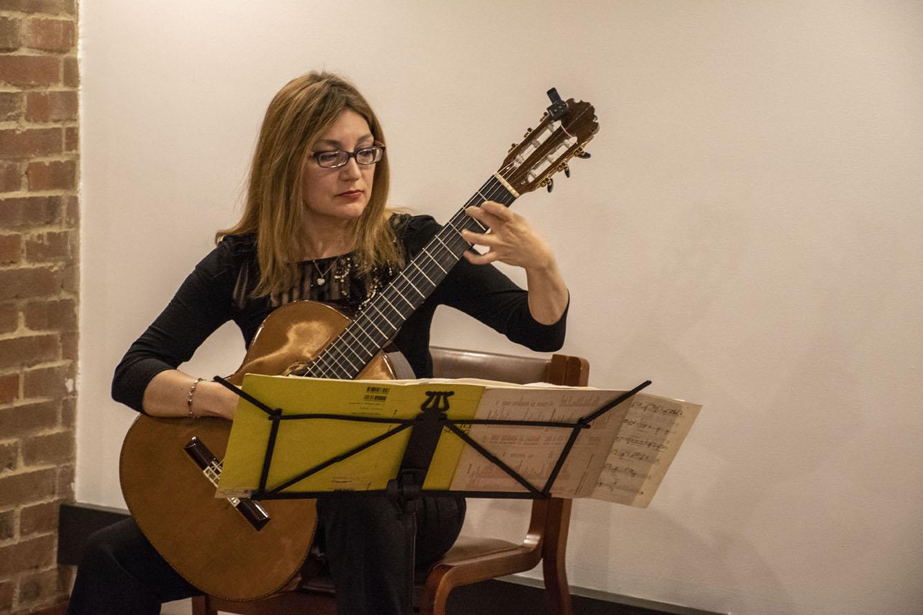 Recital de guitarra clásica a cargo de la maestra Irene Gómez (Foto: David Sánchez G./Editorial UN)