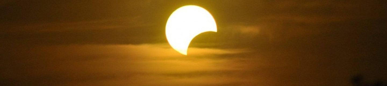 El próximo 21 de agosto podrá participar en el reto «UN Innova» fotografiando, mediante un dispositivo creado por usted, el eclipse de Sol (parcial en Colombia)