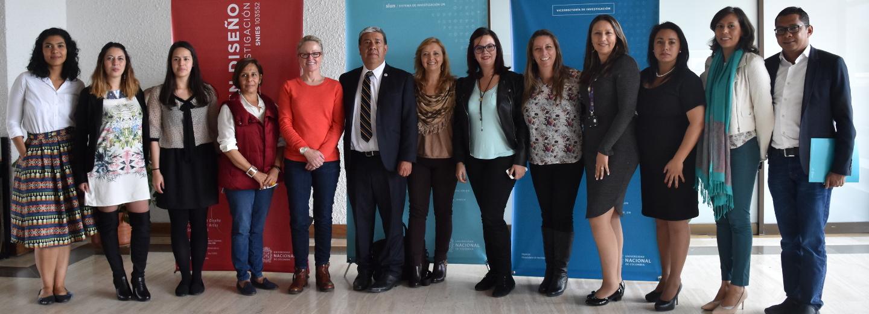 Sherif Saadallah (segundo de der. a izq.), director de la         Academia de la Organización Mundial de la Propiedad Intelectual         (OMPI), visitó esta semana la sede Bogotá. La entidad está         interesada en que la U.N. sea aliada estratégica para el         desarrollo de programas de enseñanza y formación sobre propiedad         intelectual (Foto: Aura Flechas/DNEIPI)