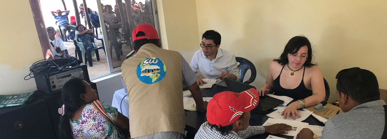 El Consultorio Jurídico de la Facultad de Derecho, Ciencias         Políticas y Sociales de la sede Bogotá y la DNEIPI realizan esta         semana una jornada de atención jurídica a la comunidad indígena         wayuu en Manaure, La Guajira (Foto: DNEIPI)