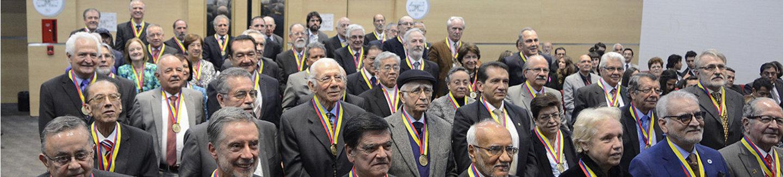 El 30 nov 2016, Colciencias entregó un reconocimiento a 76 investigadores eméritos; al menos 21 tienen lazos con la U. N. (Foto: Catalina Torres / Unimedios)