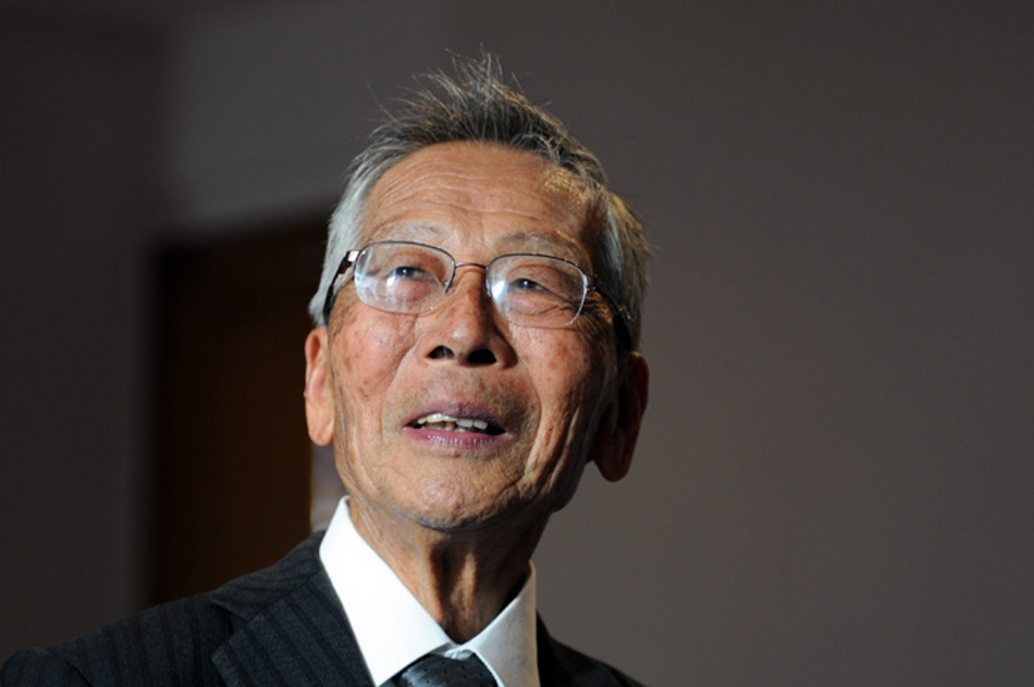 El profesor Y? Takeuchi el 13 de julio de 2010, día en que recibió la nacionalidad colombiana (Foto: Víctor Manuel Holguín / Agencia de Noticias UN).
