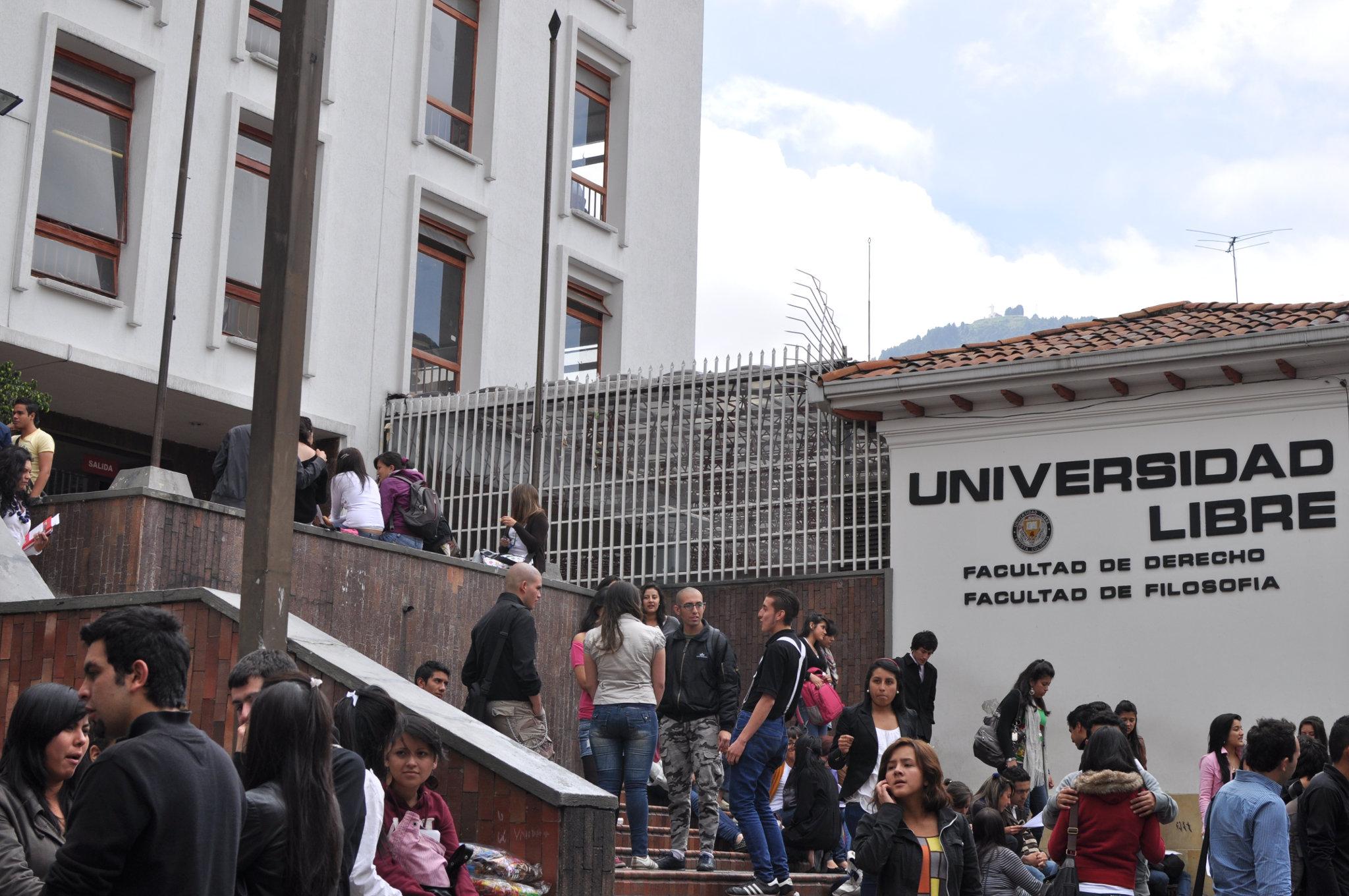 Libros UN en la X Feria del Libro de la Facultad de Derecho de la Universidad Libre