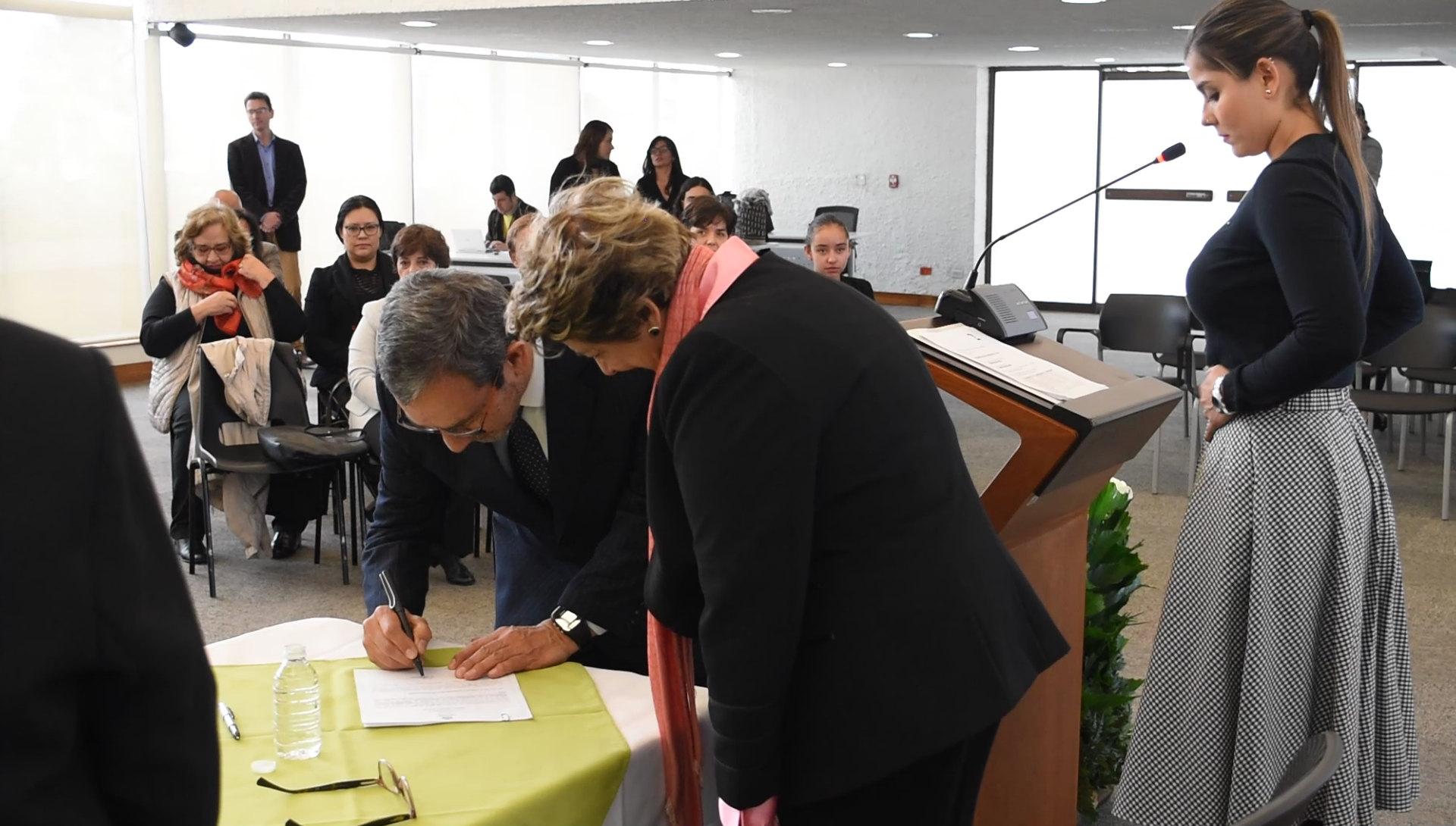 Posesión del profesor Francisco Román (Foto: Andrés               Barriga)