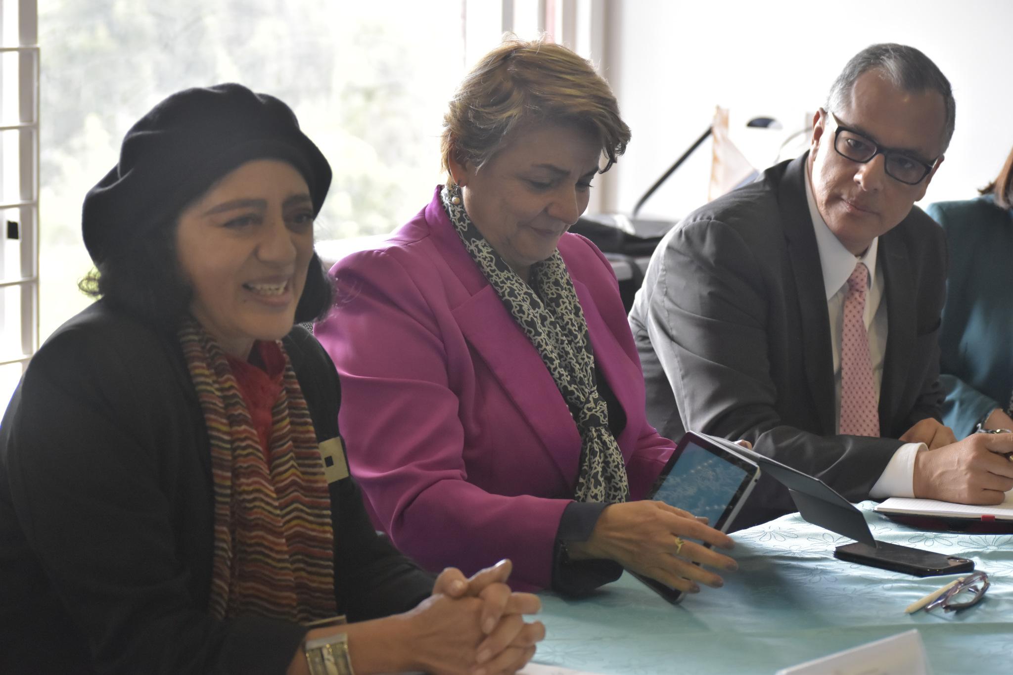 Luz Teresa Gómez de Mantilla, vicerrectora de Investigación (izquierda); Dolly Montoya, rectora de la UNAL (centro); Diego Hernández, director de Colciencias (Foto: VRI)