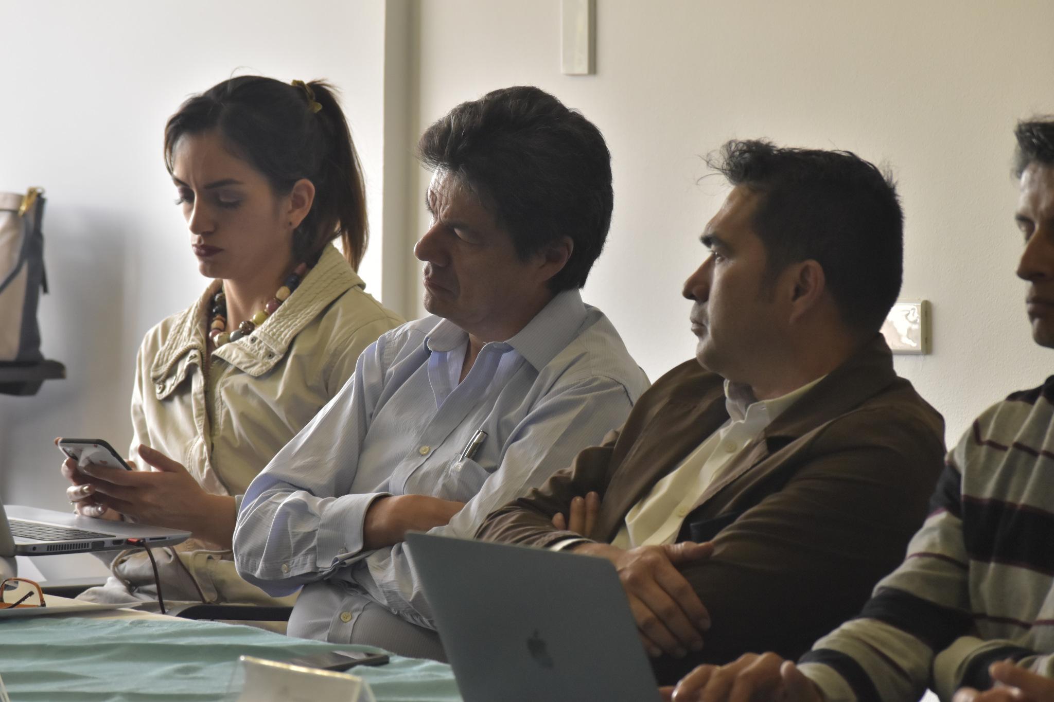 Paola Serrano, asesora Colciencias (izquierda); Hernando Gaitán D., director de Investigación y Extensión sede Bogotá UNAL (centro); Jairo Alexis Rodríguez, decano Fac. de Ciencias UNAL sede Bogotá (Foto: VRI)